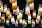 Những chiếc đèn lồng treo trên phố đều được các họa sĩ vẽ và làm thủ công.