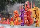 Đội quận Hoàng Mai đem đến màn kết với hình ảnh rồng phun mưa.