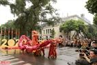 Rất đông du khách đến xem các đội tham dự Liên hoan nghệ thuật múa Rồng Hà Nội năm 2020.