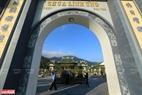 Lối vào chùa Linh Ứng.