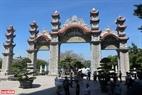 Chùa được xây dựng với lối kiến trúc vô cùng tinh xảo với nhiều hạng mục bao gồm: Chính điện, nhà Tổ, Tăng đường, Thư Viện, Nhà ăn, vườn tượng các vị La Hán…