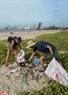 Hoạt động nhặt rác thải ở Bãi biển Mỹ Khê truyền thông điệp bảo vệ đại dương, môi trường biển và lối sống văn mnh, ý thức cao cho cộng đồng địa phương và quốc tế.