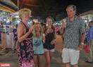 Chợ đêm Phú Quốc chắc chắn sẽ là một trải nghiệm ấn tượng dành cho du khách khi đến với đảo ngọc. Ảnh: Lê Minh