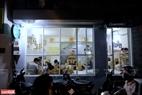 Quán cà phê Ngao's Home nằm trong ngõ 66A phố Triều Khúc, Thanh Xuân, Hà Nội hiện là nơi sinh sống của rất nhiều chú mèo bị thương và bỏ rơi.