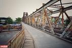 Cầu Long Biên yên lặng khác hẳn ngày thường. Ảnh: Công Đạt