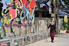 """Tác phẩm """"Những Thánh Gióng đương đại"""" của nghệ sĩ người Mỹ gốc Việt Nguyễn Ưu Đàm mang thông điệp vì một cuộc sống xanh."""