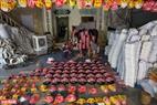 Gia đình ông Vũ Huy Đông đã có hơn 30 năm làm nghề đồ chơi truyền thống tại làng Hảo.