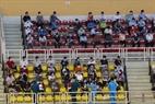 Người dân thực hiện giãn cách khi đến tiêm tại đội tiêm Nhà thi đấu Phú Thọ, quận 11, Tp. HCM.