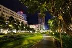 Phố đi bộ Nguyễn Huệ điểm đến hấp dẫn của người dân Sài thành về đêm nay thực hiện chỉ thị 16 giãn cách xã hội của Thủ tướng Chính phủ.