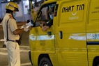 Công an Quận 1 TP.HCM kiểm tra giấy thông hành xe cơ giới trong những ngày thực hiện giãn cách toàn thành phố.