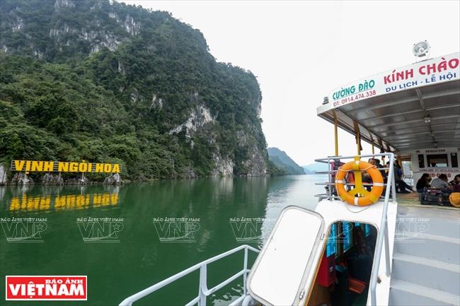 Với chiều dài lên đến hơn 70km, khung cảnh hồ Hòa Bình rất kỳ vĩ với nhiều địa danh tuyệt đẹp.