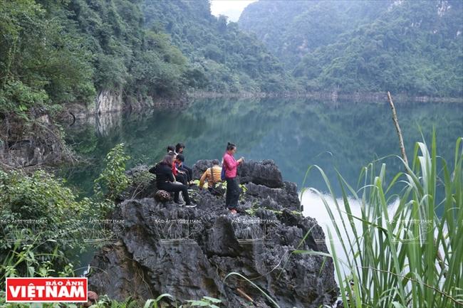 Hồ trên núi tại xã Ngòi Hoa là điểm đến hấp dẫn, độc đáo trong hành trình khám phá lòng hồ.