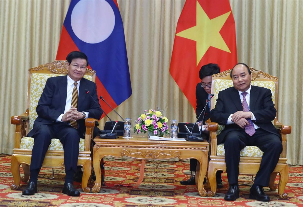 Thủ tướng Nguyễn Xuân Phúc đón Thủ tướng nước CHDCND Lào Thongloun Sisoulith. Ảnh: Thống Nhất -TTXVN