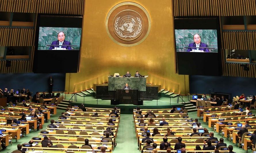 """Résultat de recherche d'images pour """"Le Premier ministre vietnamien Nguyên Xuân Phuc (au micro) s'exprime lors d'un débat de la 73e Assemblée générale de l'Organisation des Nations Unies à New-York (Etats-Unis). Photo : AVI"""""""