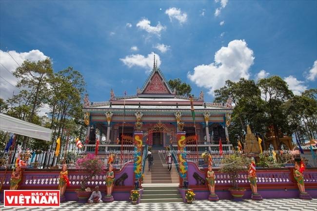 高棉人独一无二的碗碟寺