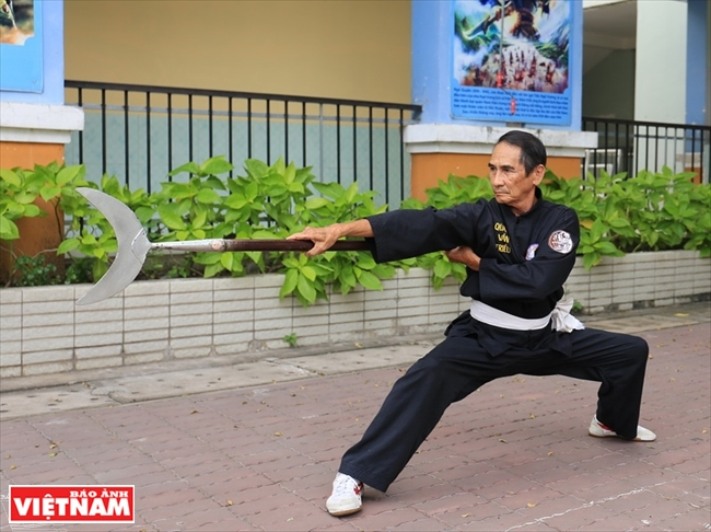 Ban nguyet– An Especially Distinctive Martial Arts Weapon