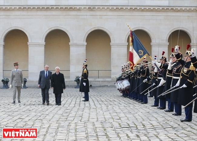 Nouvel élan dans les relations Vietnam-France Vietnam-Cuba