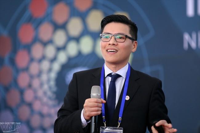 PGS Phạm Quang Cường và robot Made in Vietnam