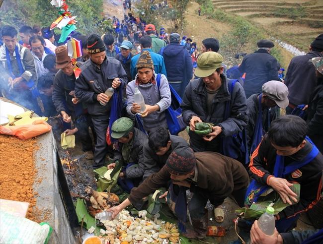 Ceremonia anual de limpieza de las tumbas de los Ha Nhi
