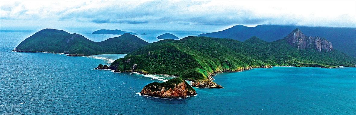 지안타잉썬(Giản Thanh Sơn)사진작가 '공중에서의 본 베트남 해안선과 섬