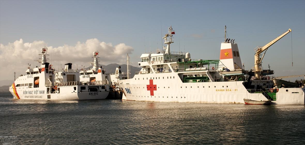 Delegations set sail for Truong Sa for Tet