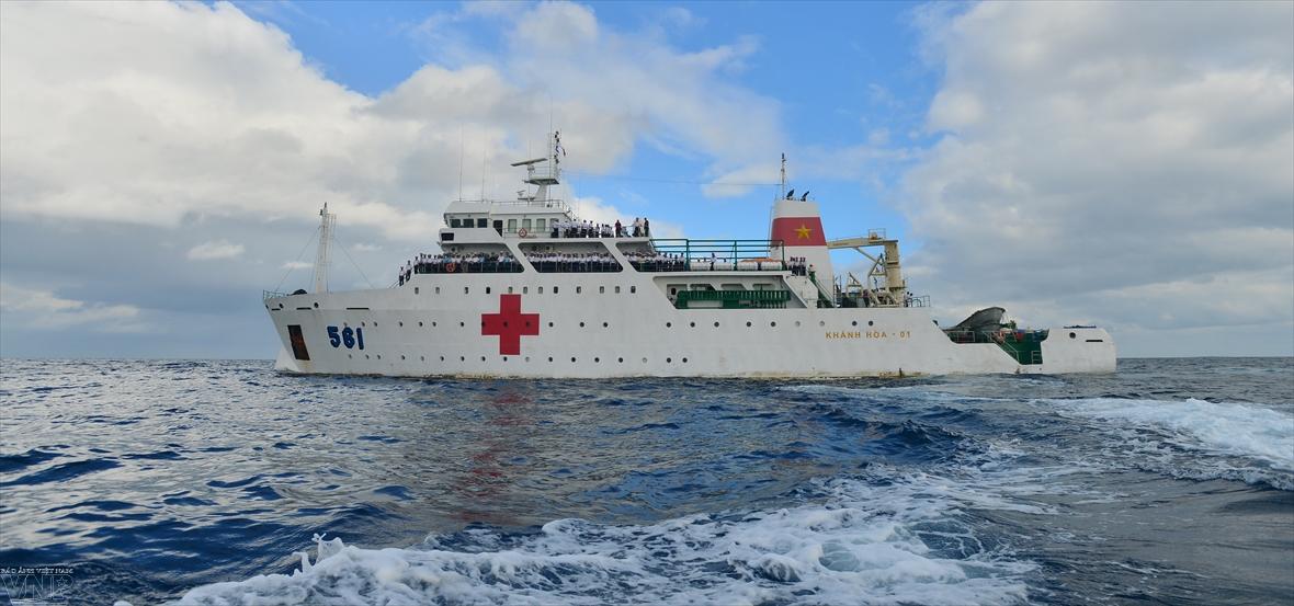 561 군의선 - 동해상의 이동 병원
