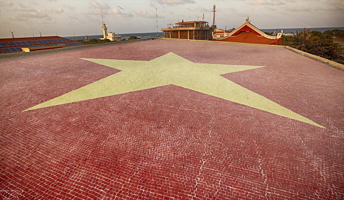 꽝밍(Quang Minh)도자기 모자이크 완벽한 조각들로 기록된다.