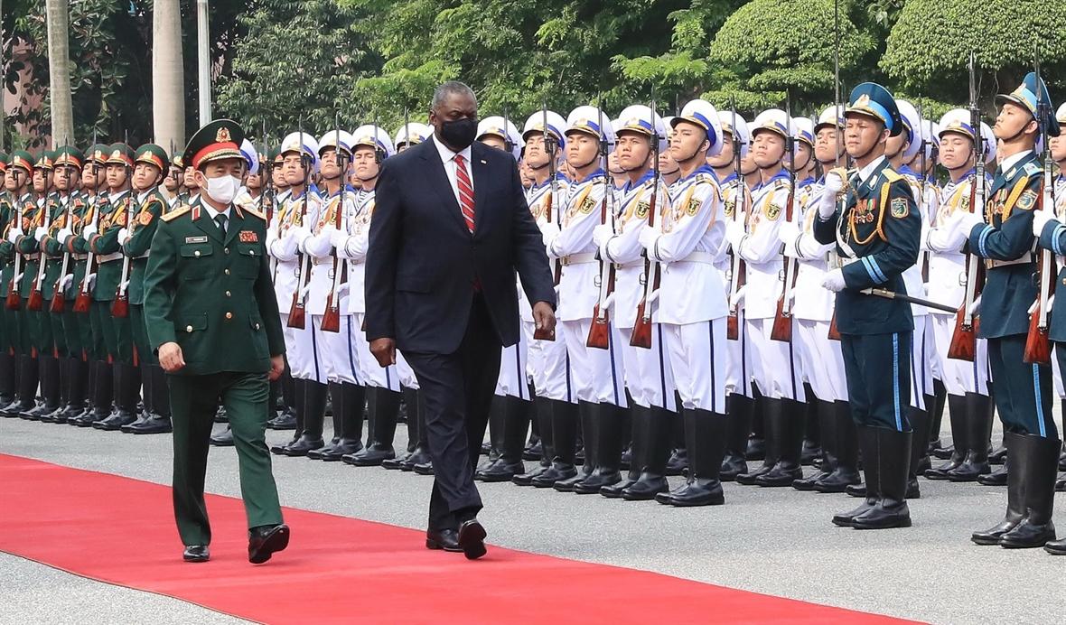 促进越南-英国和越南-美国国防合作关系