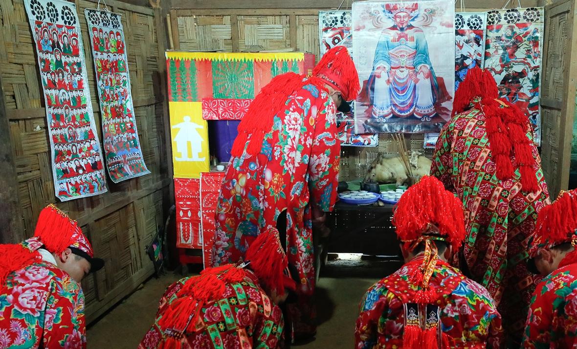 La adoración a Ban Vuong del grupo étnico dao