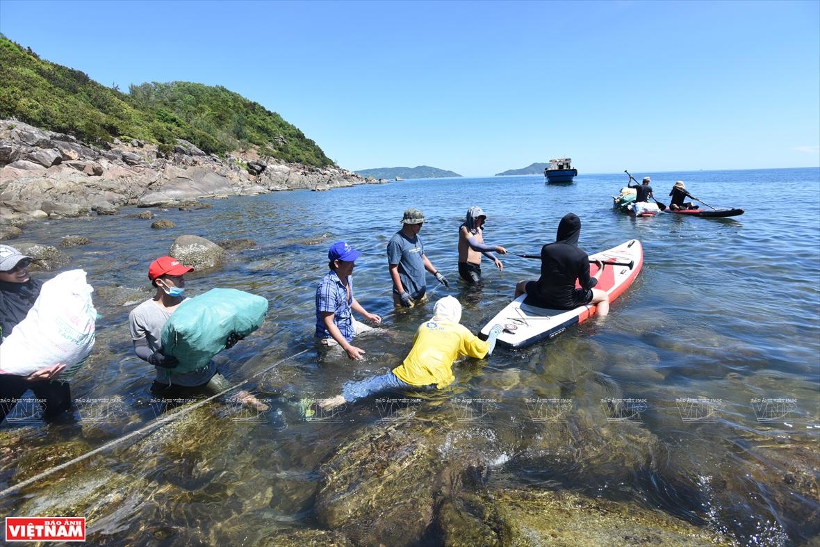 다댄(Đá Đen)해변 지역에서의 폐기물 청소