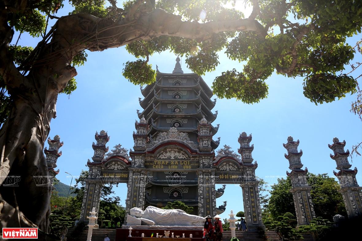 Vãn cảnh chùa Linh Ứng